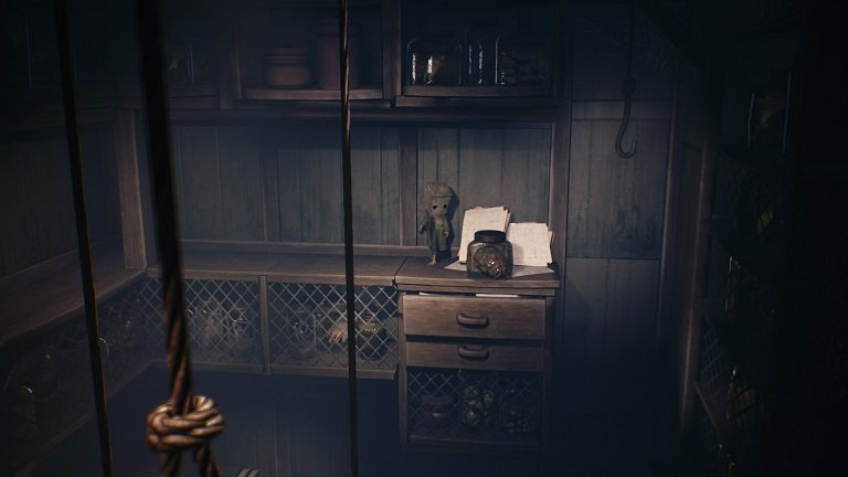 Little Nightmares 2 Game Guide - Mono jumps on the rope and swings onto another shelf
