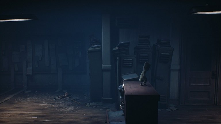 Little Nightmares 2 game guide - Mono and Six climbing over the dresser