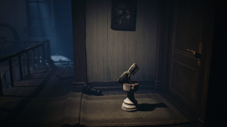 Little Nightmares II Game guide - Mono jumps on top of a chess piece