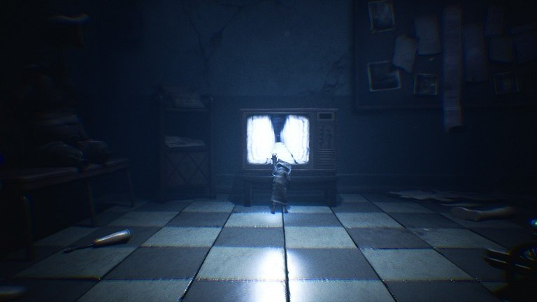 Little Nightmares II Hospital Walkthrough Guide – Mono touches screen of TV set