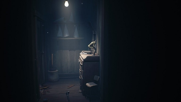 Little Nightmares II game guide - Drop the steel pipe and move to the next room