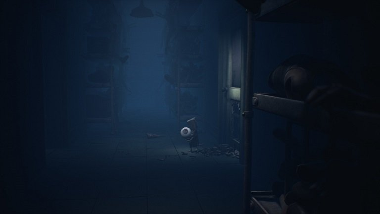Little Nightmares II Hospital Walkthrough Guide – Mono grabs the fuse from workbench
